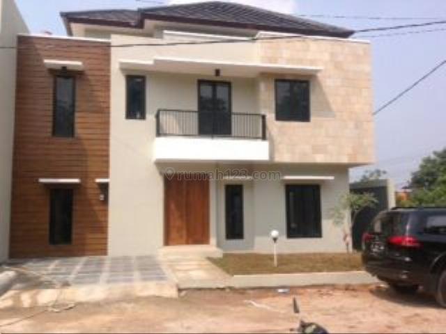 Rumah  Dengan Kondisi Baru  2 Lantai Di Krukut